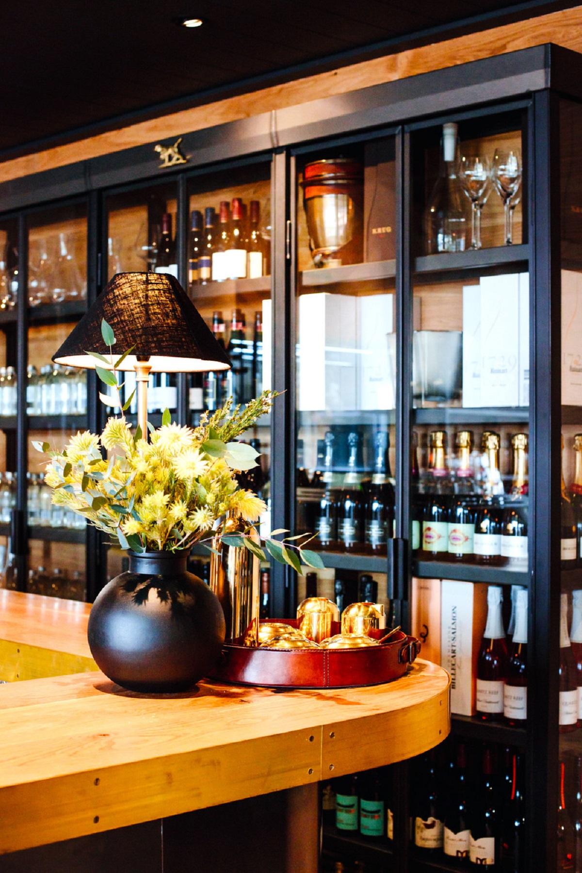 Rodd gunn bar queenstown red awards for Bar food queenstown